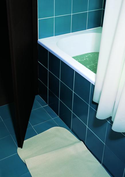 Thomas Demand, Bathroom (Badezimmer), 1997.