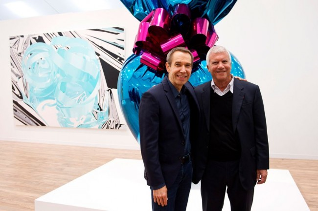 jeff-koons-visits-gagosian-stand-at-frieze-art-fair-in-london-2